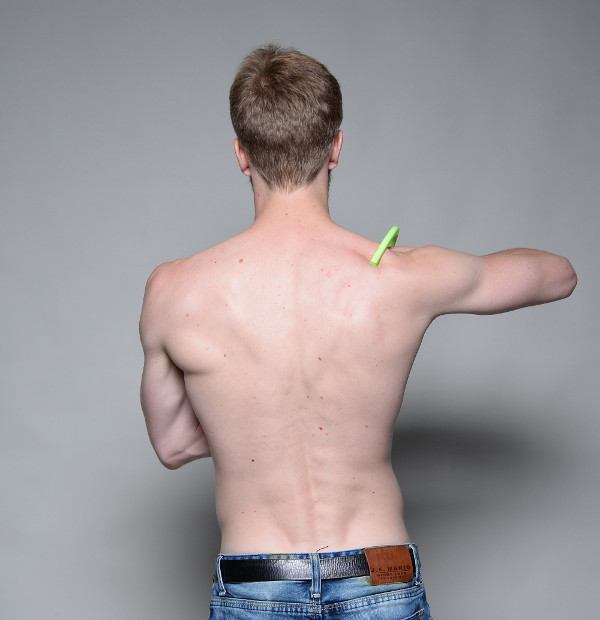 Eliminar dolor en el omóplato usted mismo